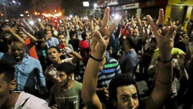 Photo of من البوعزيزي ووائل غنيم إلى قيس سعيد ومحمد علي: ثقافات الانعتاق في العالم العربي/ محمد سامي الكيال