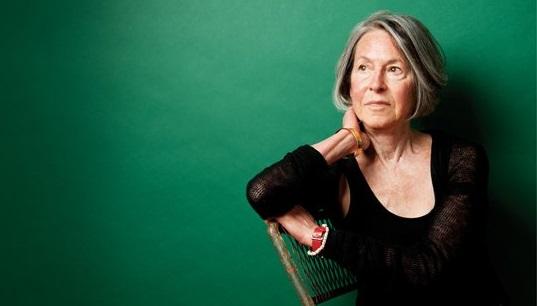 صورة جائزة نوبل للآداب لعام 2020 للشاعرة الأميركية لويز غلوك -قصائد مختارة وكتاب-